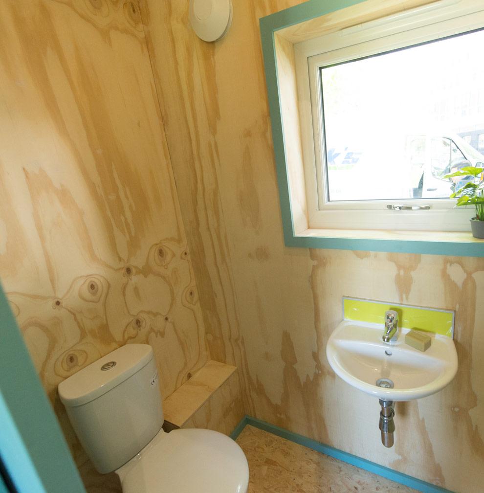 2Col_Prototype_Toilet